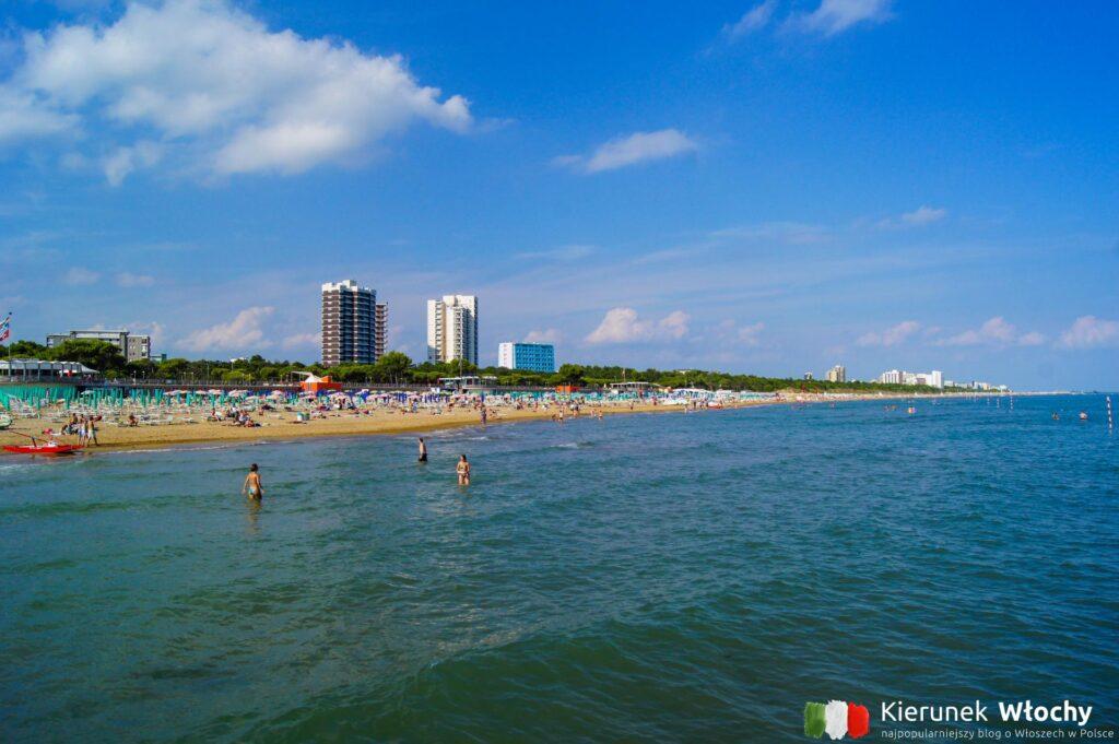 plaża w dzielnicy Lignano Pineta, noclegi we Włoszech (fot. Łukasz Ropczyński, kierunekwlochy.pl)
