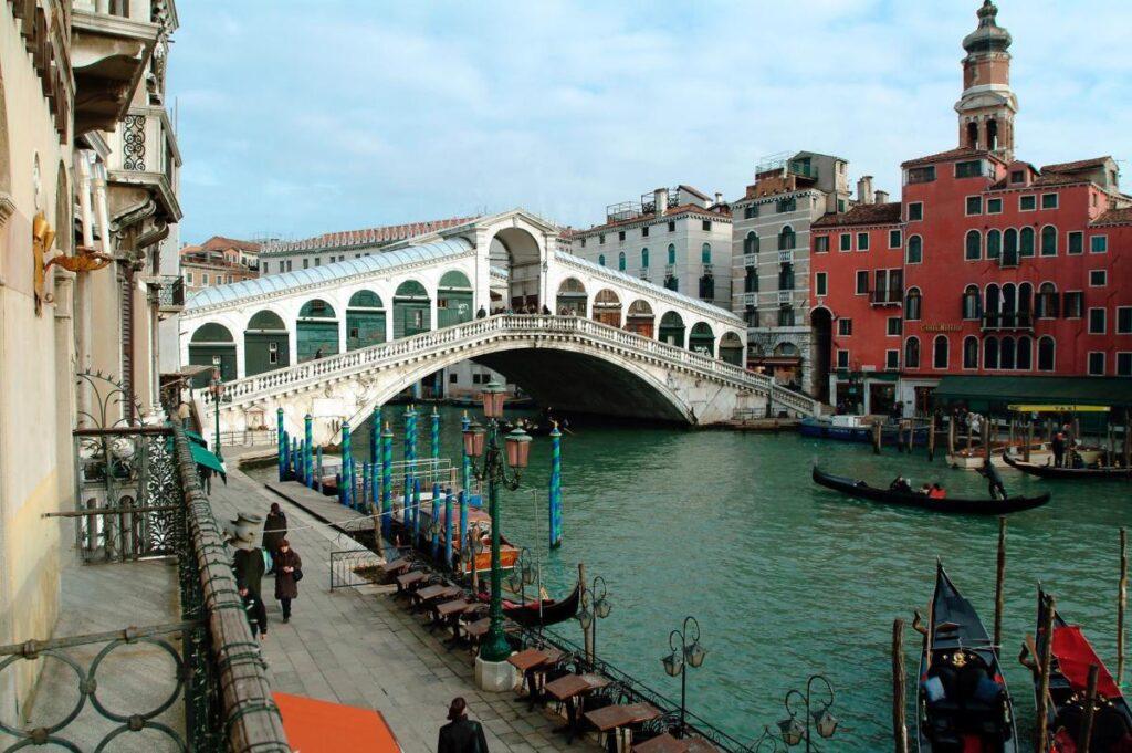 widok na Ponte di Rialto z Hotelu Marconi***, noclegi w Wenecji