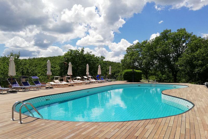 duży basen w Villaggio Le Querce