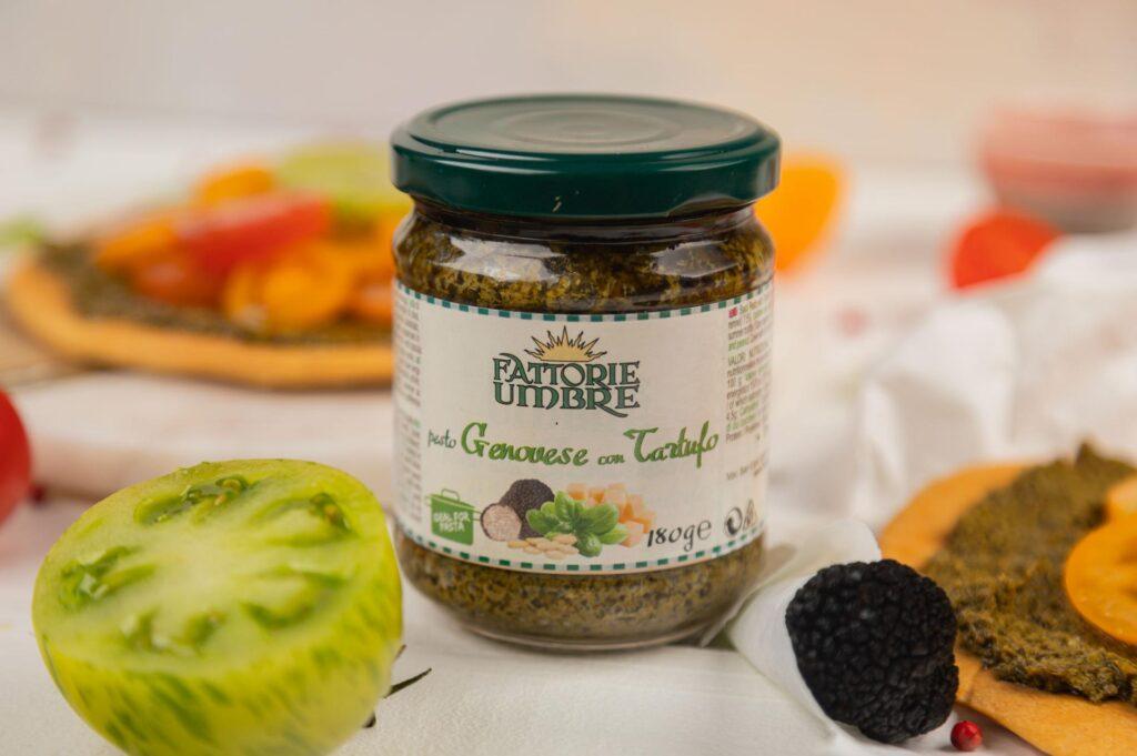bazyliowe pesto z truflami to wyborne połączenie dojrzewającej w słońcu oliwy, bazylii, chrupiących orzechów nerkowca i aromatycznej czarnej trufli