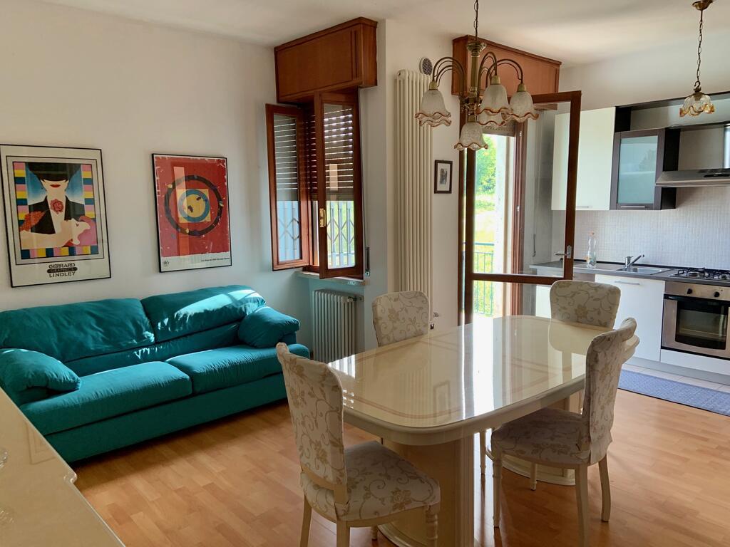 W obiekcie Valeriana Vacanze znajdują się dwa apartamenty o nazwach: Sirmione i Baldo