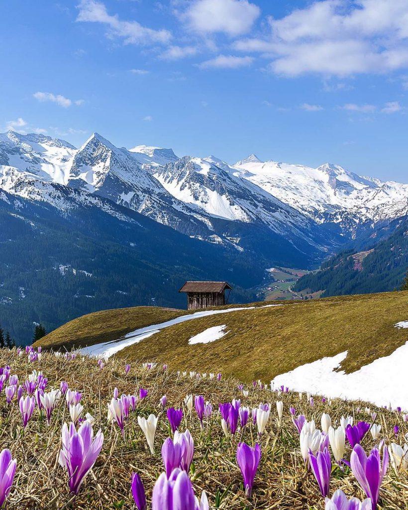 Topniejący na wiosnę śnieg, odsłania nie tylko uśpioną przyrodę, ale przede wszystkim, letnie oblicze doliny