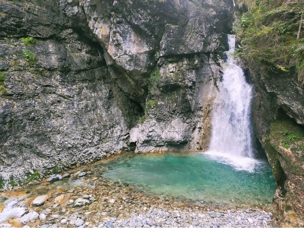 przy trasach mija się wodospady, jeziorka i górskie strumyki