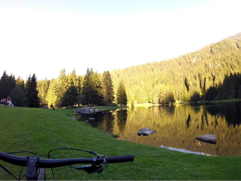 w górach są jeziorka - w niektórych można się kąpać
