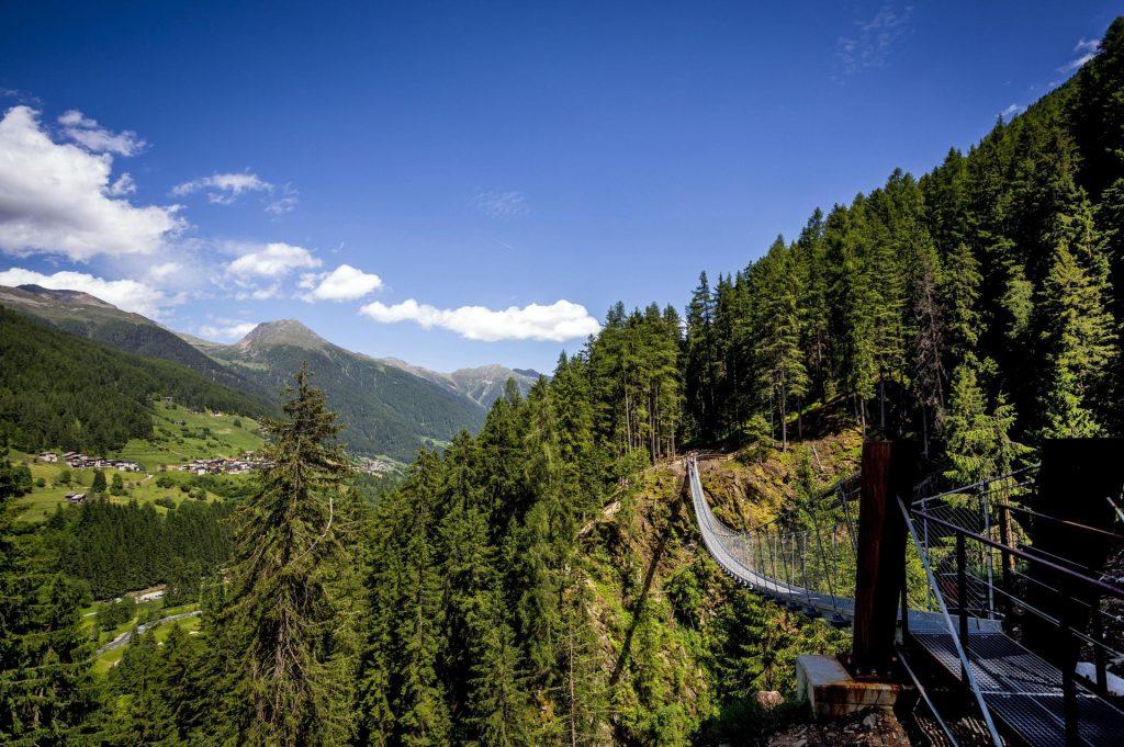 most tybetański w sąsiedniej dolinie Val di Rabbi (fot. Roberto Bragotto, visittrentino.info)