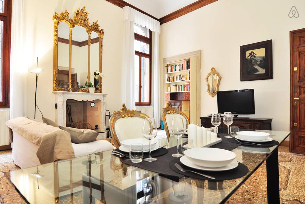 """Apartament """"Da Carlo a Venezia"""" w samym centrum Wenecji, noclegi we Włoszech u Polaków"""