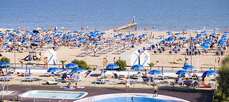 plaża przy hotelu Serinella, Lido di Jesolo, wybrzeże Adriatyku