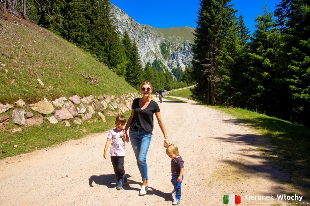 nawet nam, z małymi dziećmi, udało się częściowo pospacerować po szlakach (fot. Łukasz Ropczyński, kierunekwlochy.pl)