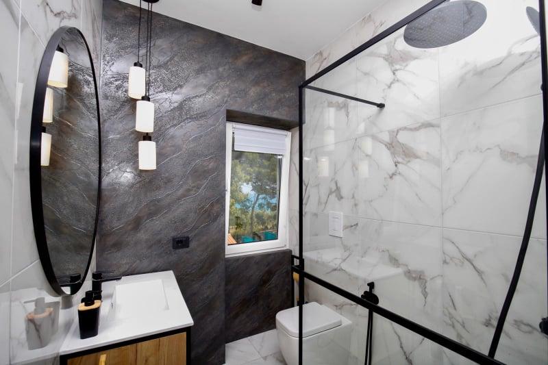 łazienka w apartamencie Vista Mare 1, noclegi we Włoszech u Polaków