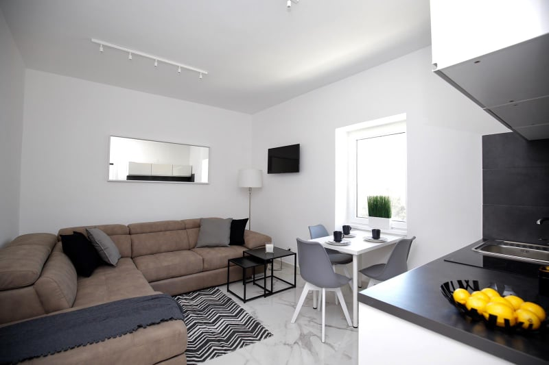 salon z kuchnią w apartamencie Vista Mare 2