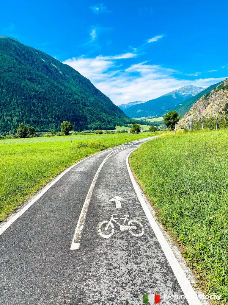 ścieżki rowerowe są asfaltowe i świetnie oznakowane (fot. Łukasz Ropczyński, kierunekwlochy.plo)