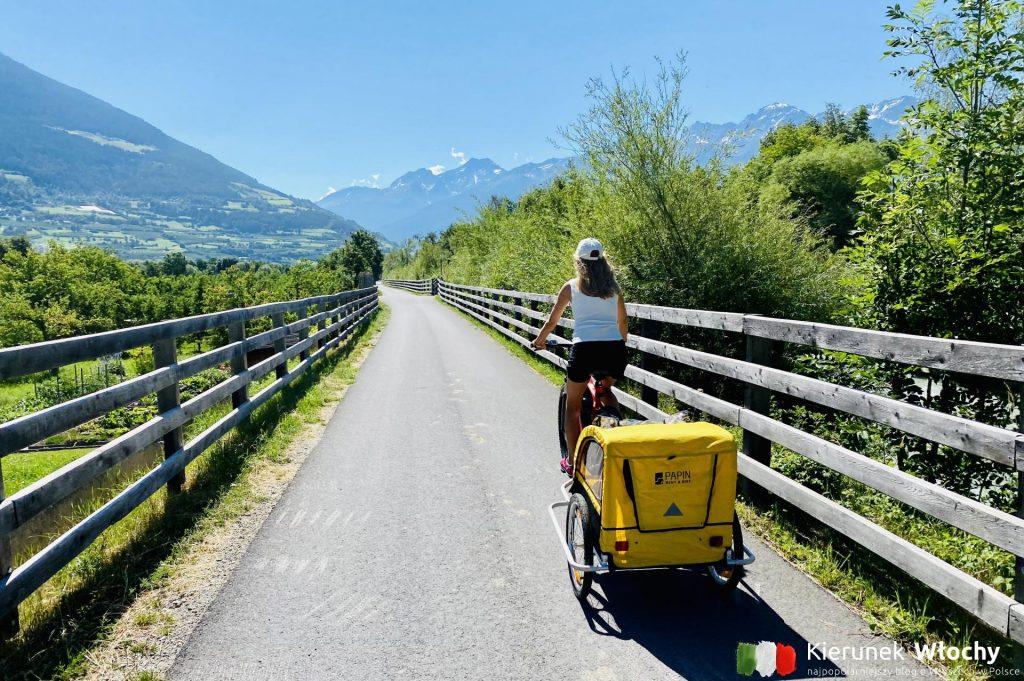 Gdzie jechać na rower do Włoch? Najlepsze trasy rowerowe w Dolomitach. Na zdjęciu Via Claudia Augusta - jedna z najsłynniejszych dróg rowerowych w Alpach (fot. Łukasz Ropczyński, kierunekwlochy.pl)