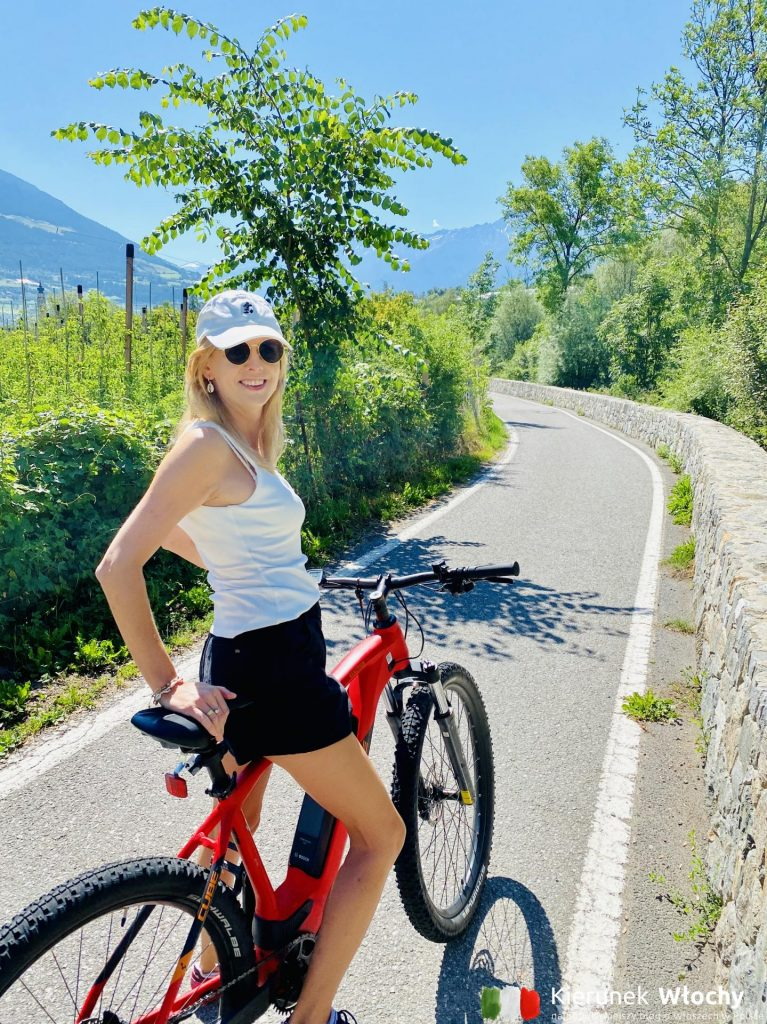 na rowerze elektrycznym E-MTB na trasie Via Claudia Augusta, najlepsze trasy rowerowe w Dolomitach (fot. Łukasz Ropczyński, kierunekwlochy.pl)