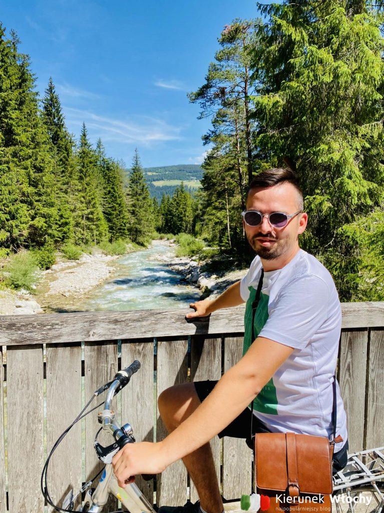 droga rowerowa z Innichen / San Candido nad jezioro Toblacher See / Lago di Dobbiaco, Południowy Tyrol (fot. Joanna Ropczyńska, kierunekwlochy.pl)