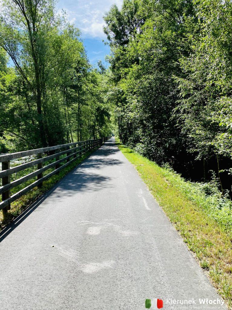 Via Claudia Augusta na długich fragmentach biegnie wzdłuż rzeki Adygi (fot. Łukasz Ropczyński, kierunekwlochy.pl)