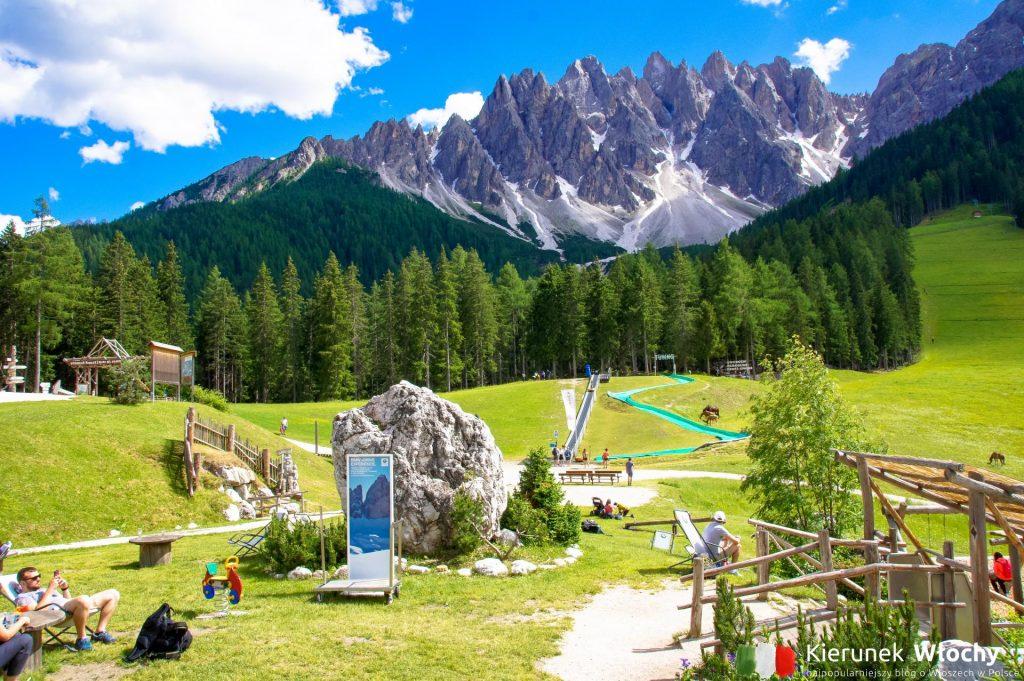 wyciąg wywozi turystów na 1500 m n.p.m., widoczny w tle szczyt Haunold ma 2966 m n.p.m. (fot. Łukasz Ropczyński, kierunekwlochy.pl)