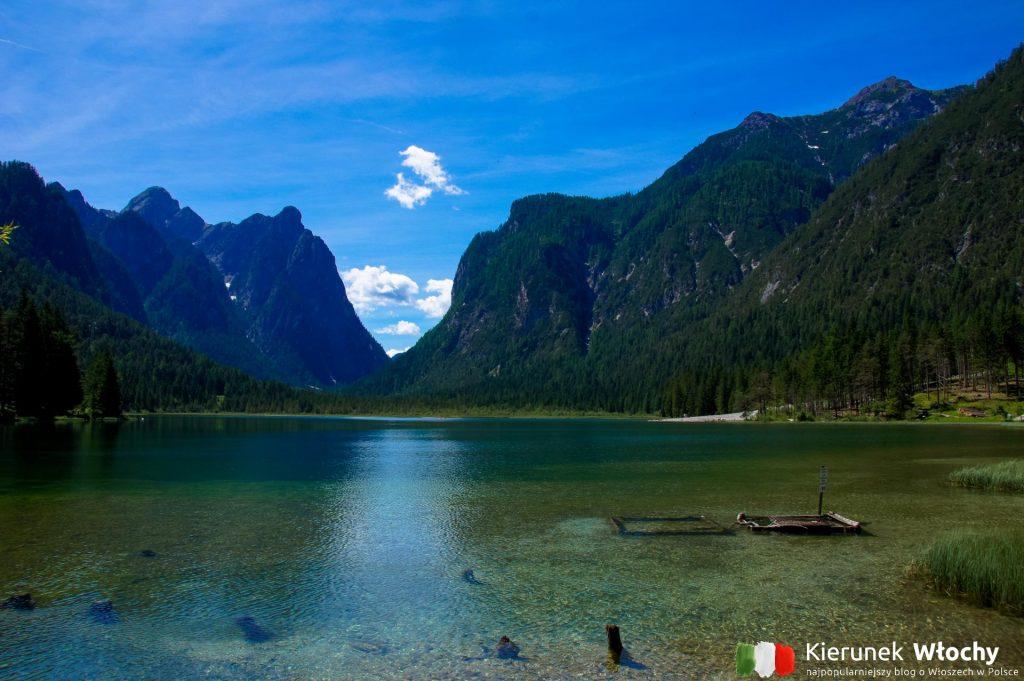 jezioro Toblacher See / Lago di Dobbiaco, wakacje w Dolomitach (fot. Łukasz Ropczyński, kierunekwlochy.pl)