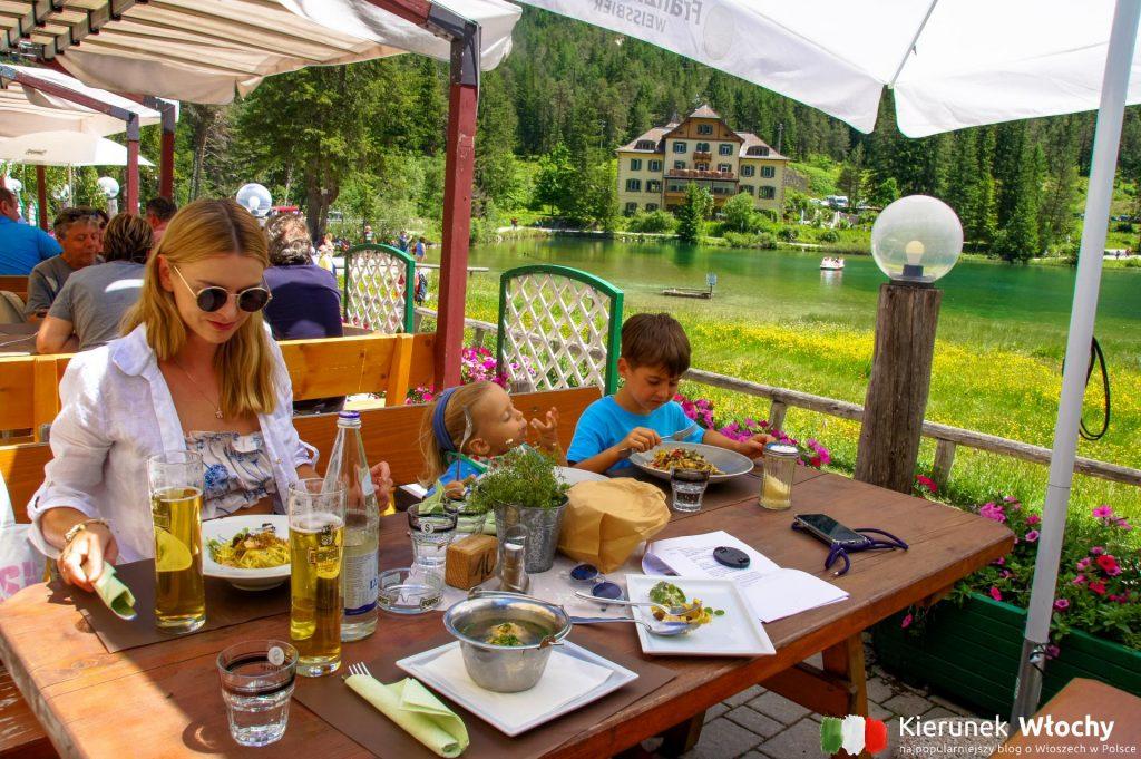 nad jeziorem znajduje się kemping i znakomita restauracja Seeschupfe (fot. Łukasz Ropczyński, kierunekwlochy.pl)
