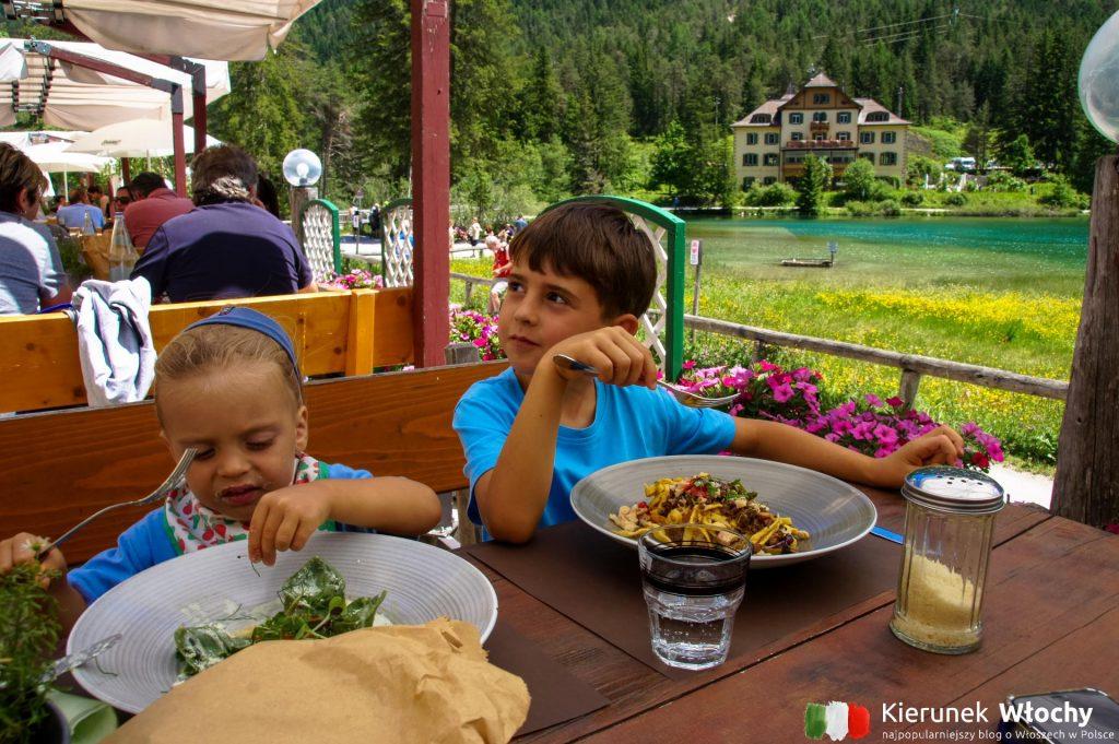 w Seeschupfe w porze obiadu wszystkie stoliki były zajęte, a restauracja jest naprawdę duża (fot. Łukasz Ropczyński, kierunekwlochy.pl)