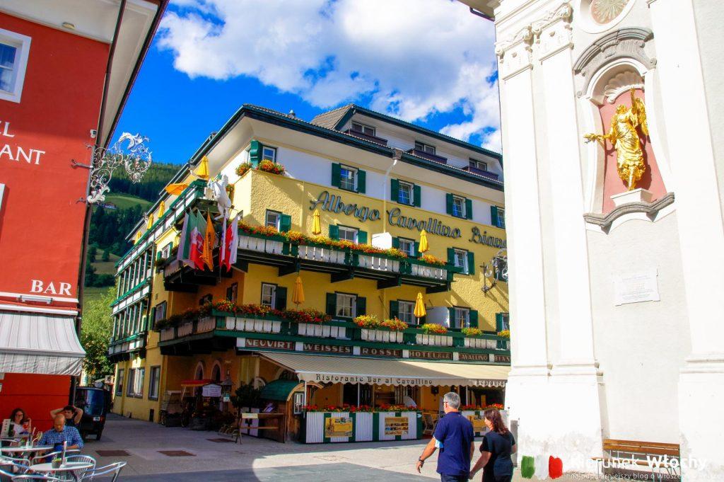 historyczne centrum Innichen / San Candido, wakacje w Dolomitach (fot. Łukasz Ropczyński, kierunekwlochy.pl)