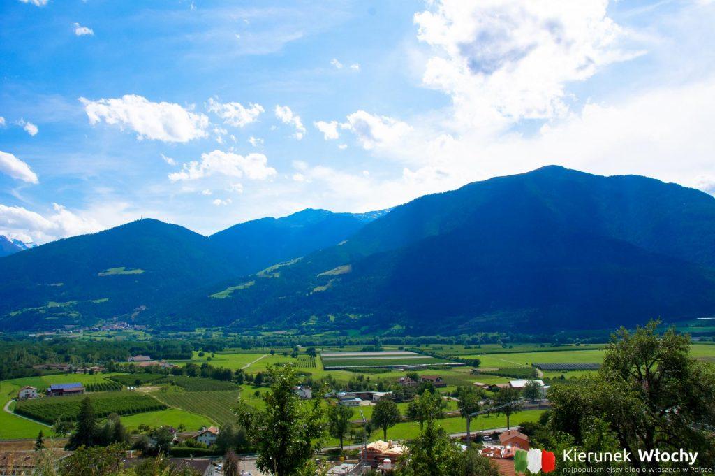 widok z twierdzy Coira na panoramę doliny Vinschgau / Val Venosta (fot. Łukasz Ropczyński, kierunekwlochy.pl)